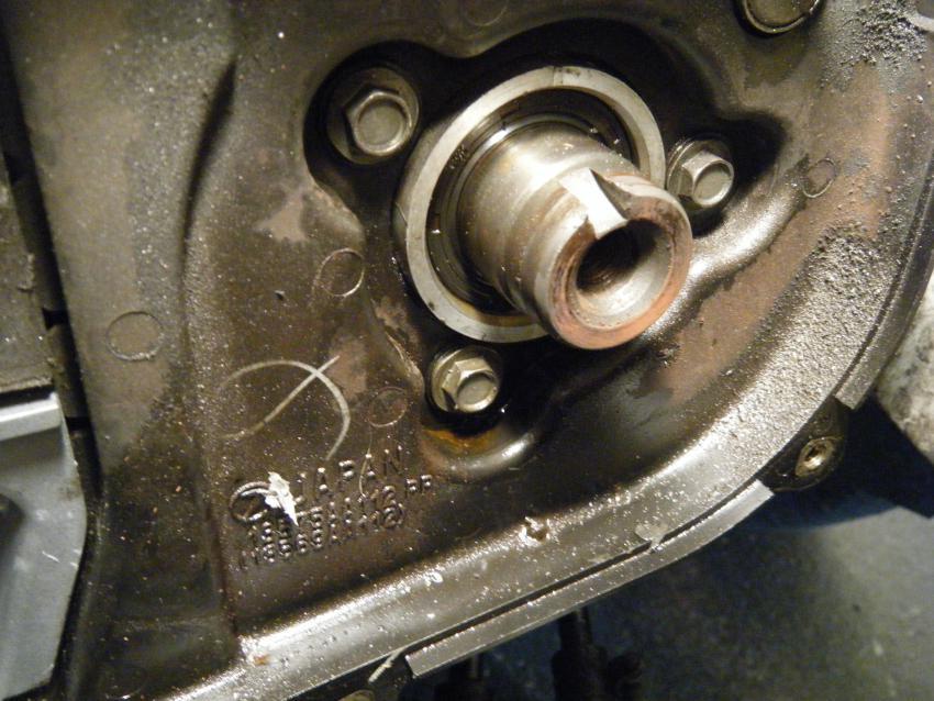 crankshaft pulley bolt-l-camshaft-oil-leak.jpg