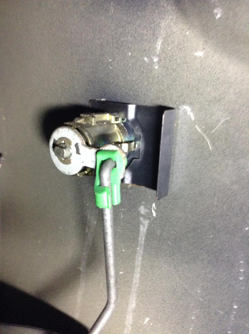 DYI-Power door lock actuator replacement-lcklnk1.jpg