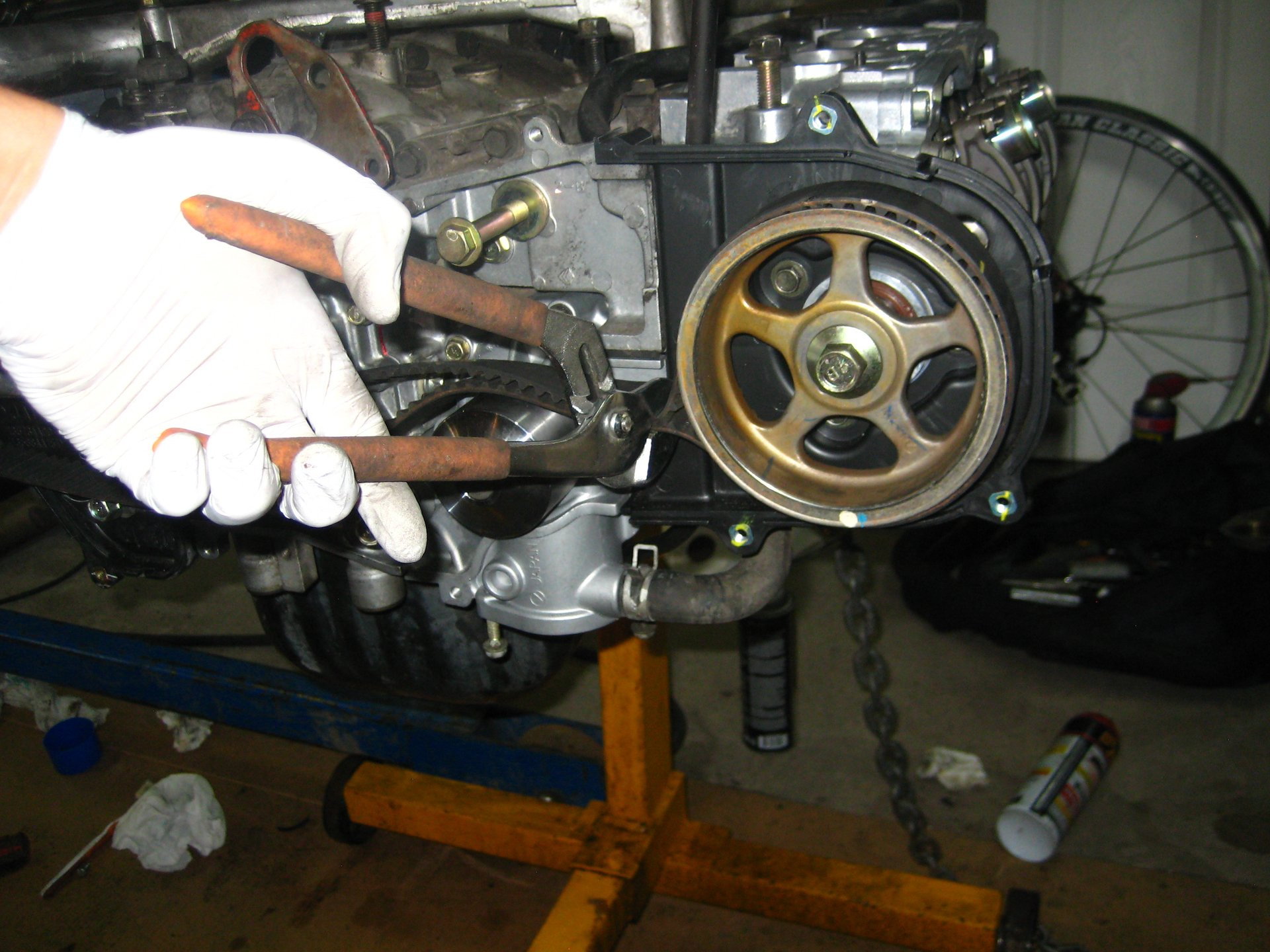 All Years) - DIY Camshaft Pulley Torqueing - No Special
